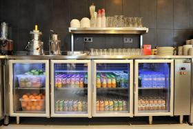 Bancada refrigerada com portas de vidro